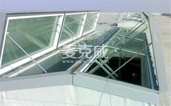 三角形电动采光天窗